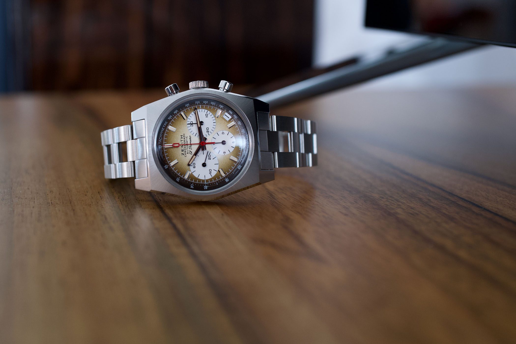 Collectors Series - WatchWalker And His Zenith Chronomaster Revival A385