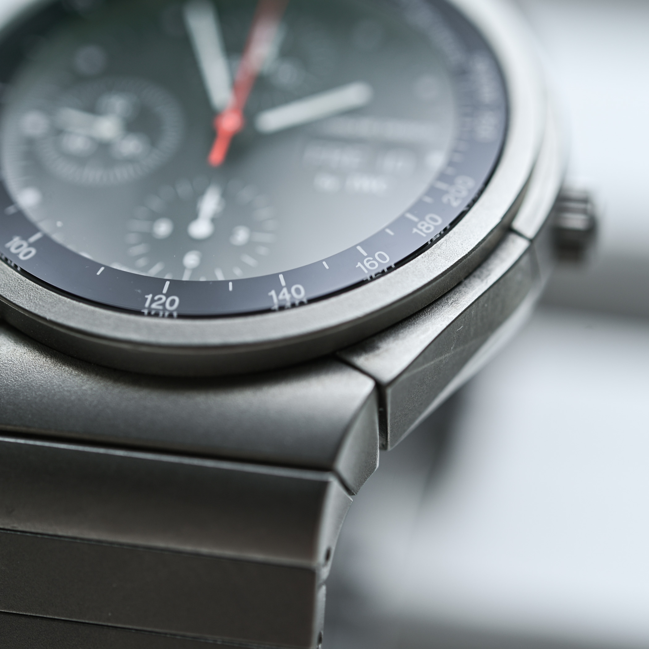 Face to Face Understanding Porsche Design Monobloc actuator versus vitage titan chronograph - 8