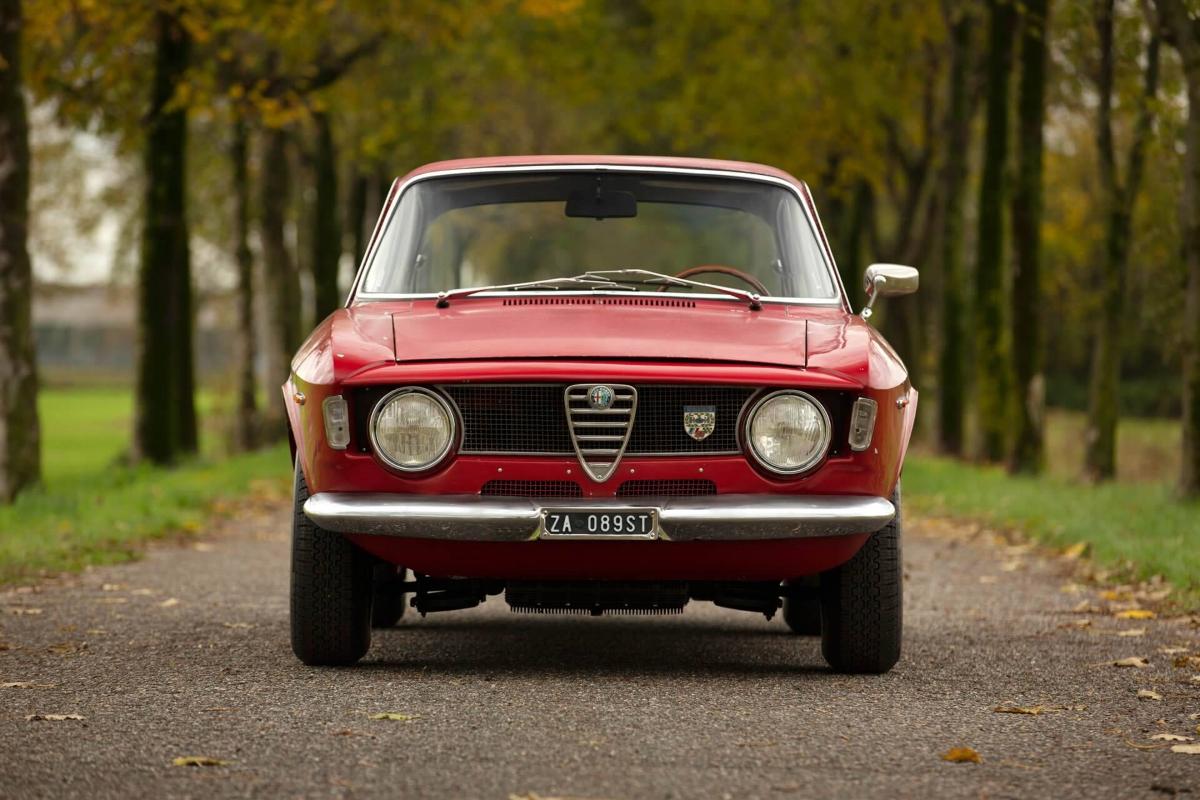 Alfa-Romeo-Giulia-Sprint-GTA-1965-Bertone-2