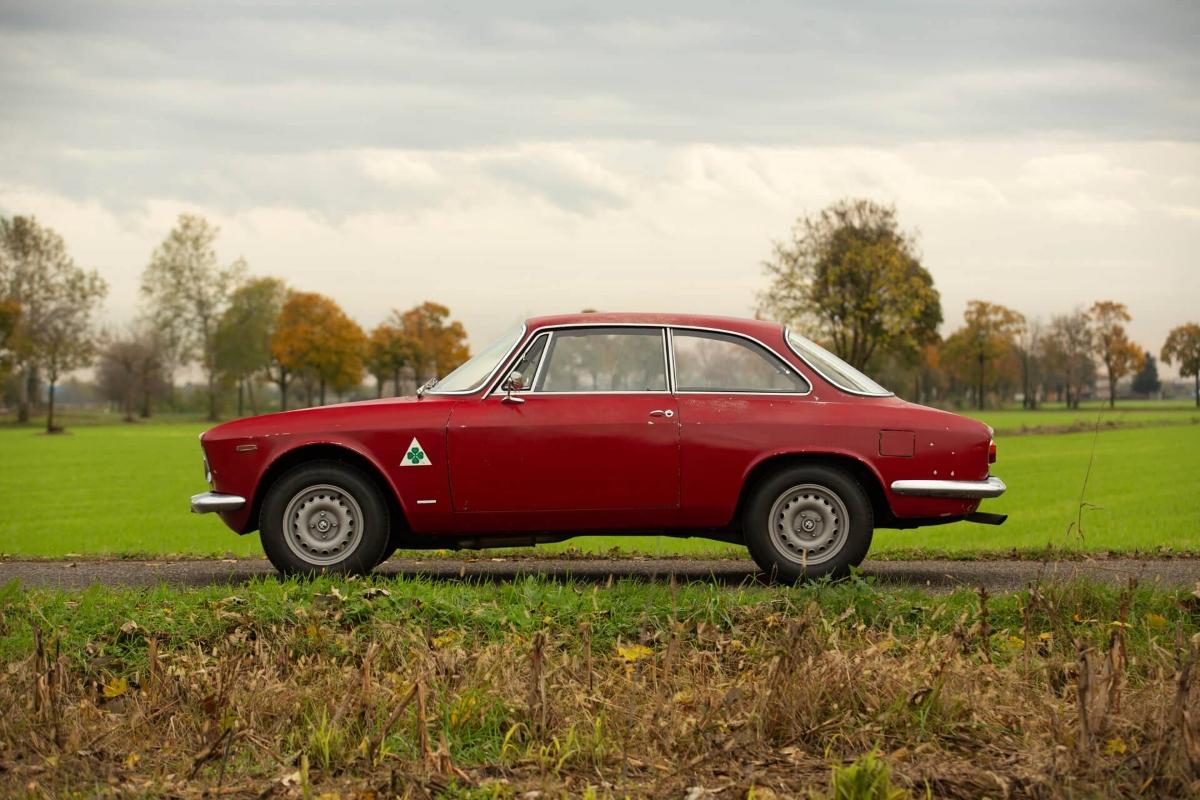 Alfa-Romeo-Giulia-Sprint-GTA-1965-Bertone-5