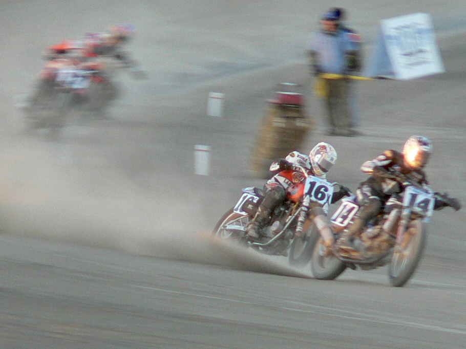 XR750 dirt track racing (number 16) - Source: Wikipedia