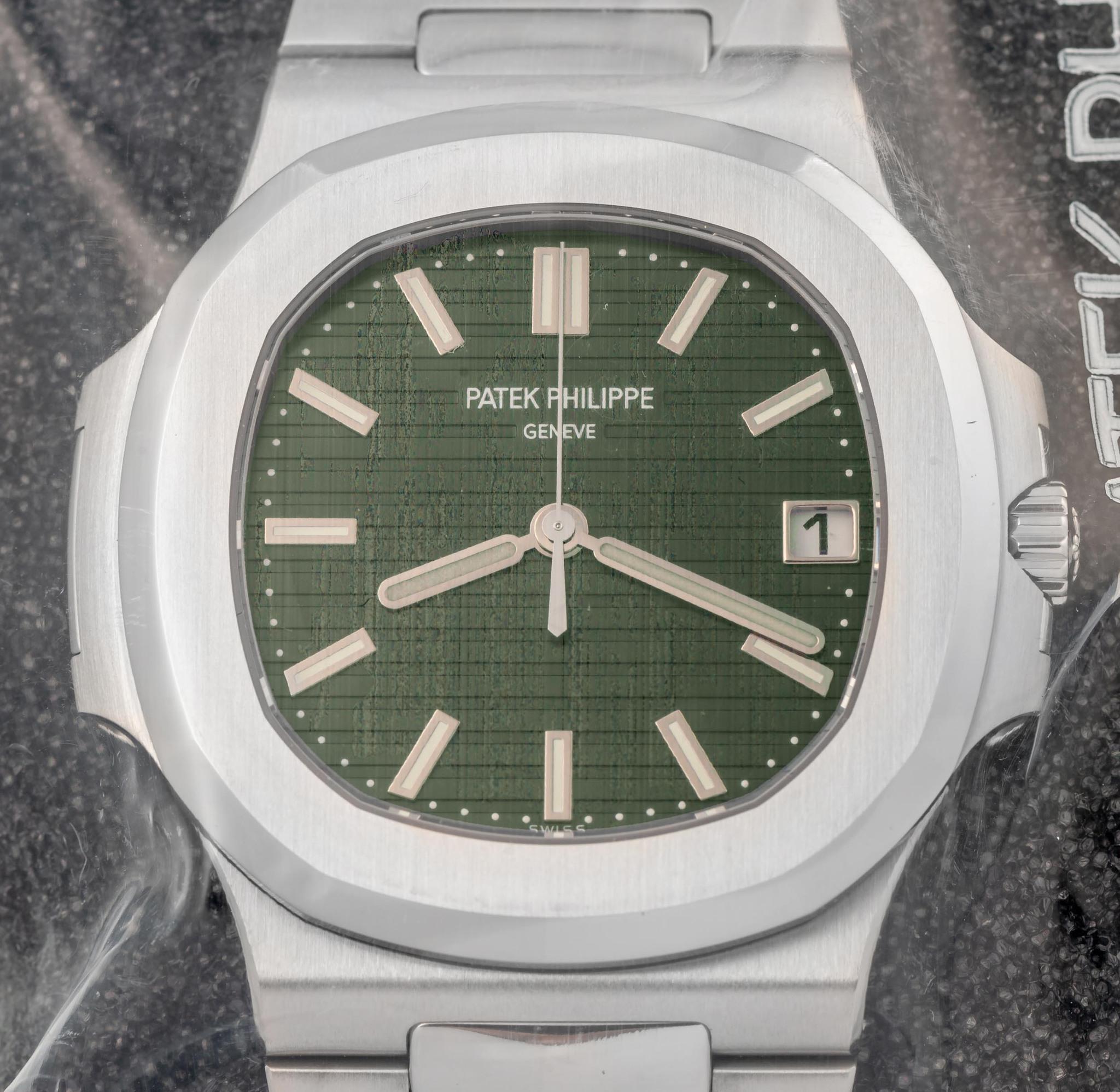 Antiquorum auction Patek Philippe Nautilus Green 5711-1A-014 - 3