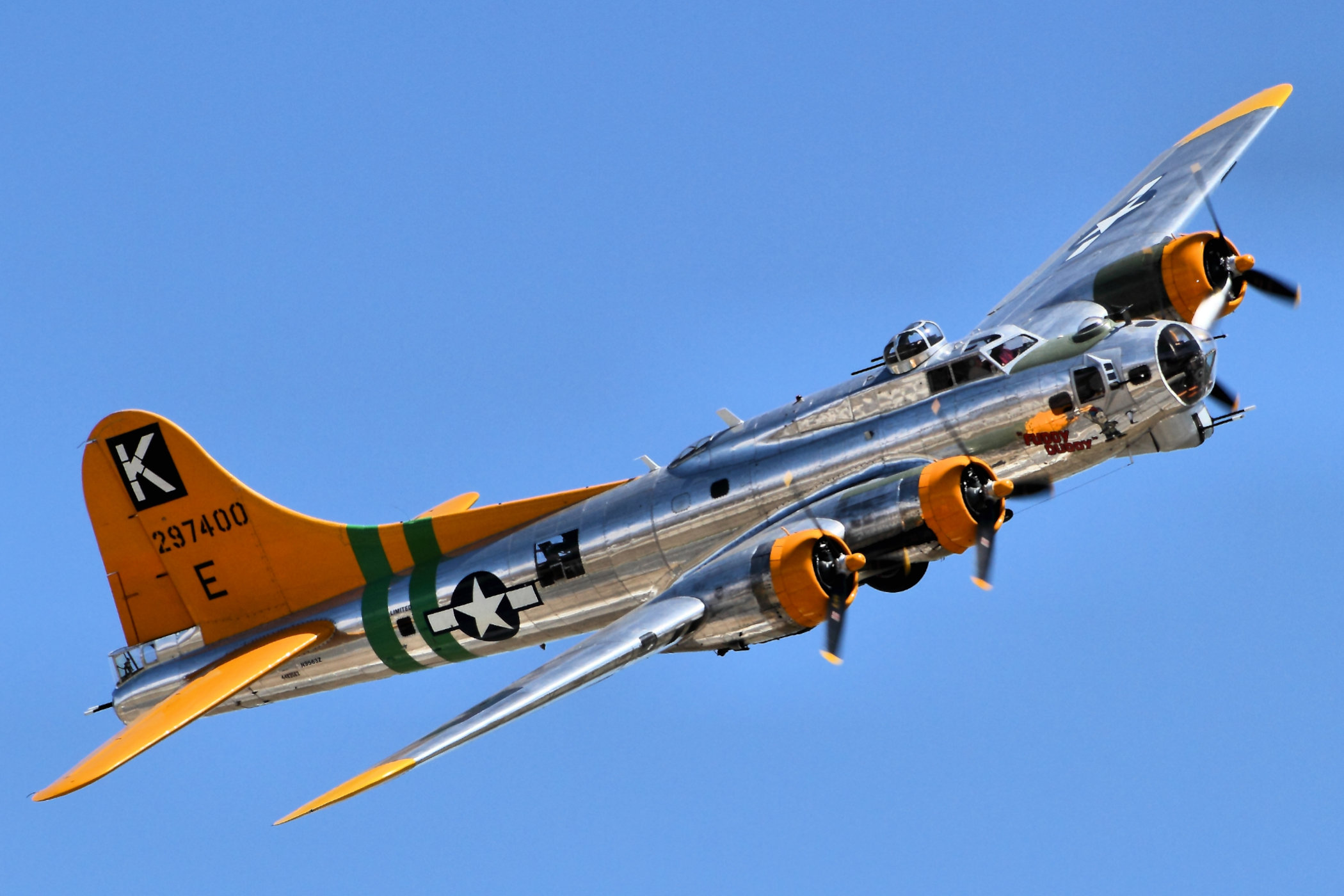 WWII Boeing B-17 Flying Fortress bomber aircraft using 4 Wright R1820 Cyclone 9-cylinder radial engines.