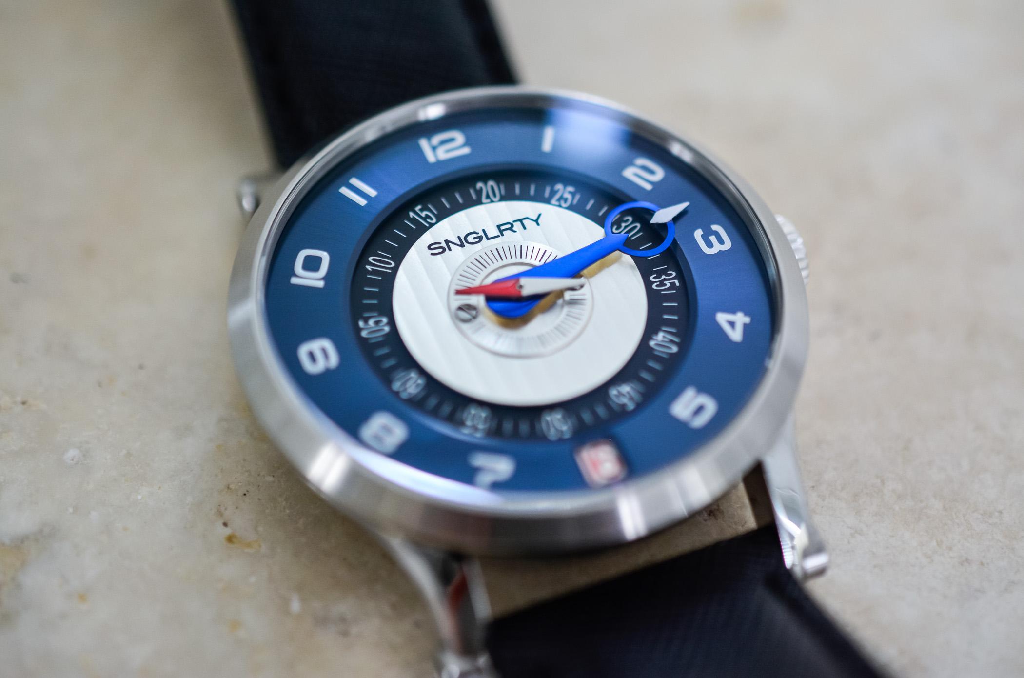 SNGLRTYブルースチールOHI-4特許取得済みのディスプレイウォッチ独立した時計製造